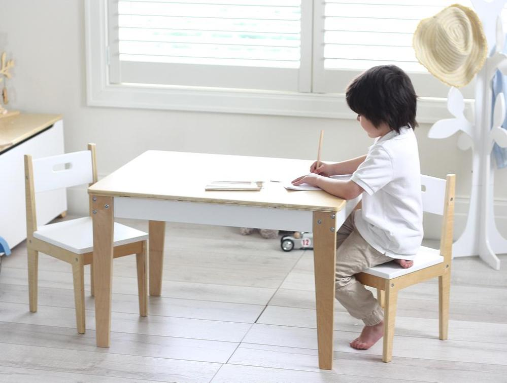 Kindertafel Met Twee Stoeltjes.Kindertafel En Twee Stoeltjes Beboonz Basic